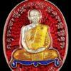 เหรียญเจริญพรไตรมาส ทองแดงอาบเงินลงยาพื้นสีแดงจีวรสีเหลืองโต๊ะสีน้ำเงิน